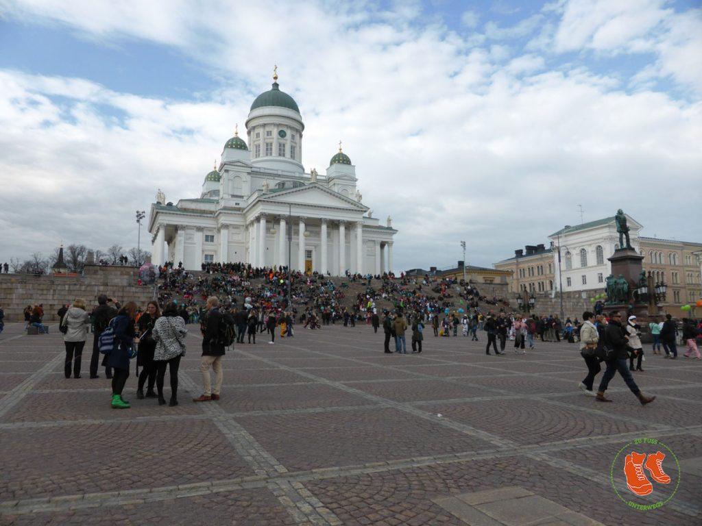 Stadtspaziergang Helsinki; Senatsplatz; Dom; zu Fuss unterwegs