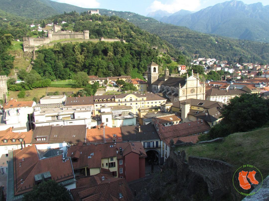 Bellinzona; das Tor zum Tessin: zu Fuss unterwegs