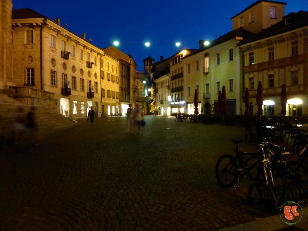zu Fuss unterwegs; Bellinzona; Tor zum Tessin; Stadtspaziergang