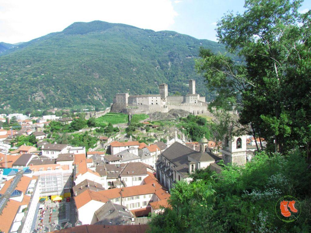 zu Fuss unterwegs; Bellinzona; Tor zum Tessin; Tessin; Stadtspaziergang; Tre Castelli