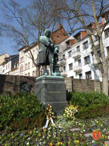 zu Fuss unterwegs; auf Reisen; Stadtspaziergang; Eisenach; Heimat; Wartburg