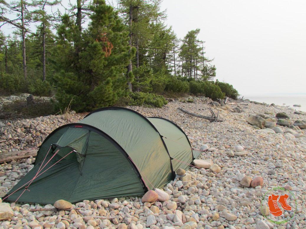 Zelten auf Steinen am Baikalsee