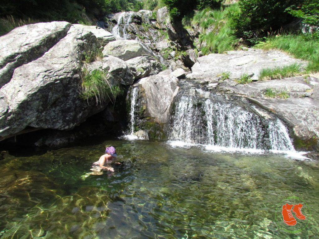 zuFussunterwegs - Outdoor Höhepunkt Flussbaden im Tessin